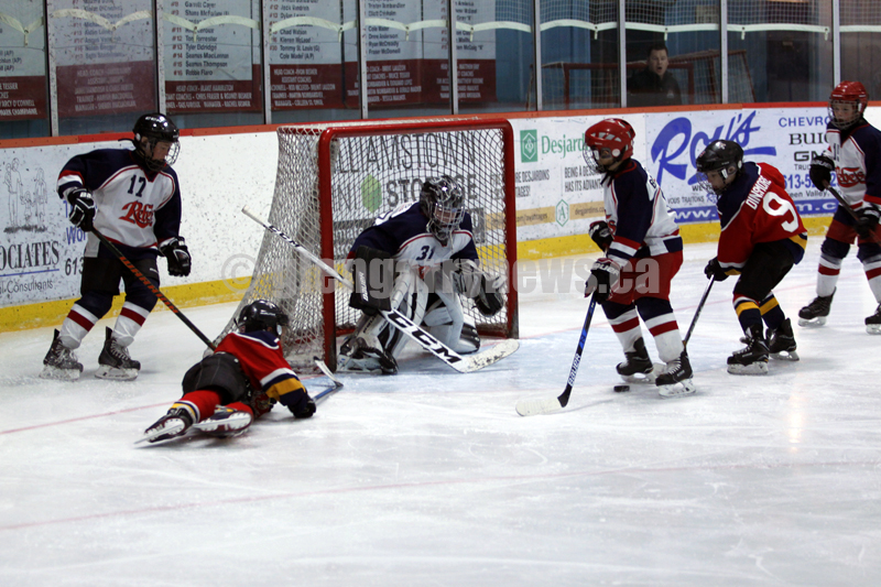 atom hockey action